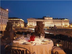 Abendessen auf der Terrasse im Hotel Astoria