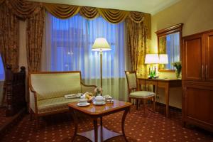 Wohnbereich im Grand Hotel Emerald in St. Petersburg