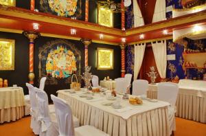 Frühstück im Grand Hotel Emerald in St. Petersburg