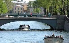 Fluss- und Kanalfahrt in St. Petersburg.