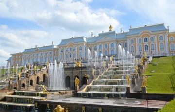 Große Palast und Wasserspiele in Peterhof