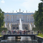 Großer Palast und Wasserspiele in Peterhof
