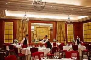 Ballsaal des Corinthia Hotels