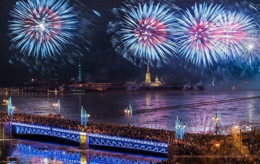Feuerwerk an Silvester in St. Petersburg